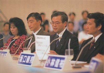 当時の指導局長の真杉氏(中央)