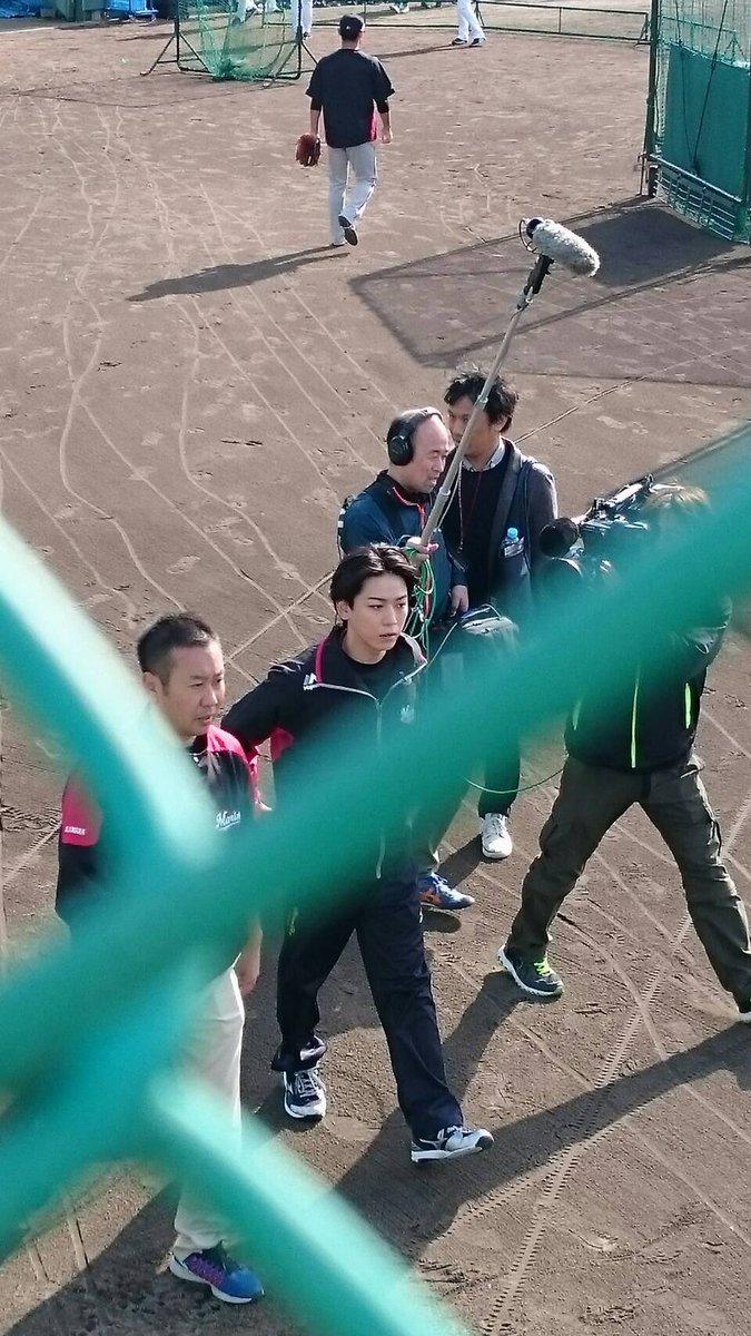【画像】KAT-TUN亀梨和也がロッテの秋季キャンプに降臨した結果→野球クラスタによる撮影会にwww