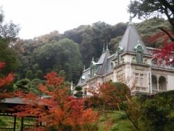 紅葉に包まれた萬翠荘