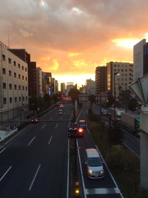 歩道橋からみた夕日