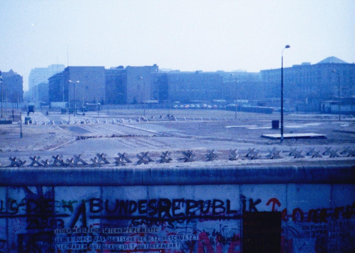 ベルリンの壁、西ベルリンから東ベルリン方向を観る