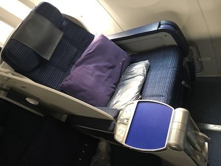 ANA859便 ビジネスクラスの座席