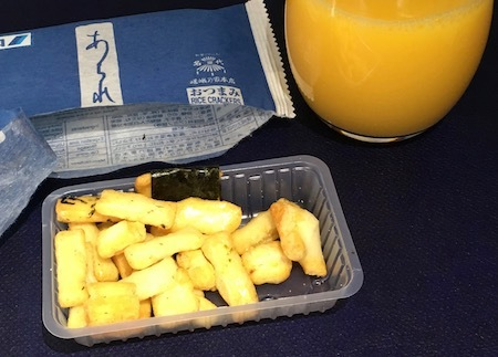 ANA859便 機内食前のおつまみ