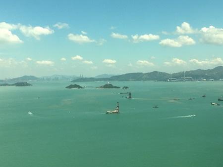 間も無く香港に到着です