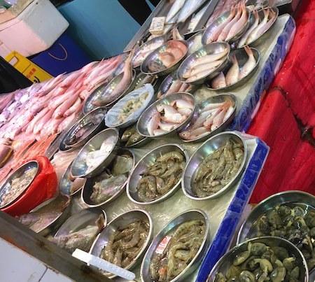 海怡半島エリア 市場の魚屋さん
