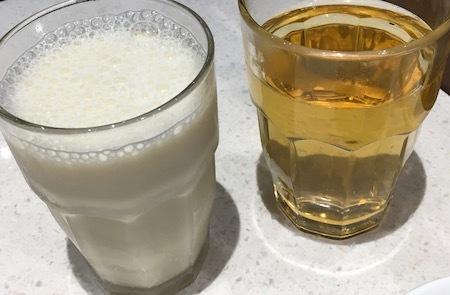 上海姥姥 無料のお茶と有料の豆乳