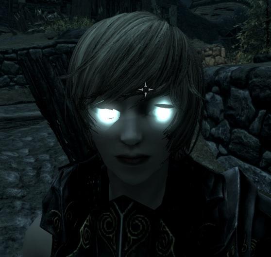 青く光る眼