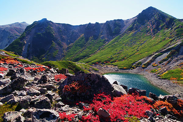 御嶽 三の池と草紅葉