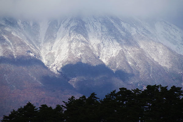 小岩井農場から岩手山山腹の雪