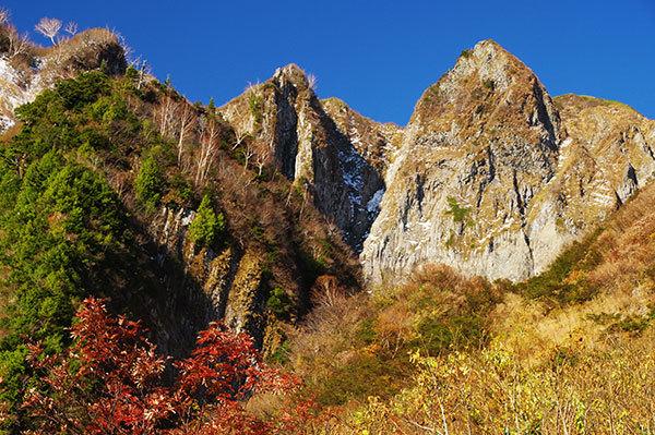荒菅沢から雨飾山