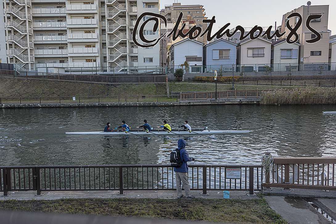 小名木川をすべるボート4 20171222