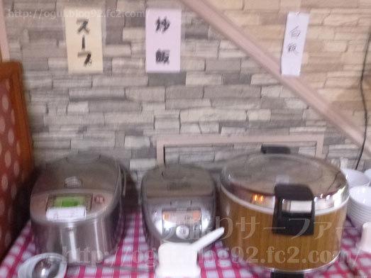 白飯に炒飯にスープも食べ放題009
