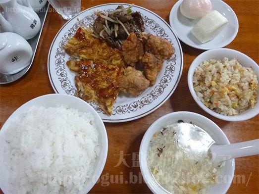 中華料理を盛り付け写真010