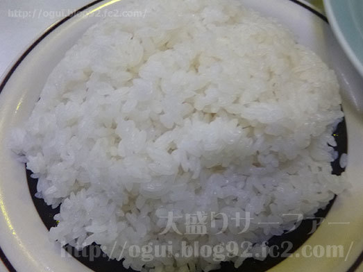 平皿に盛りつけられた白いご飯074