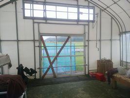 【写真】台風対策を施した受付ハウス内の様子