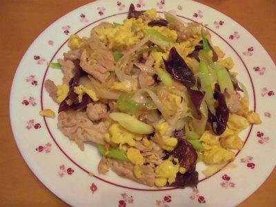 12.8豚肉、卵、木耳、ネギの炒め物