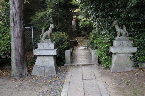 蚕ノ社・椿丘大明神の入り口_H27.04.24撮影