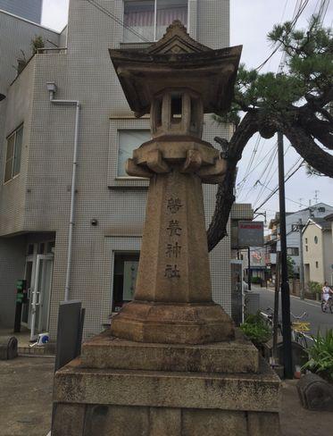 蚕ノ社・石鳥居脇の石灯籠_H29.06.27撮影