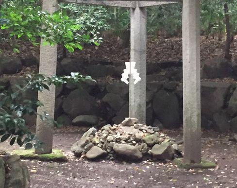 蚕ノ社・三柱鳥居の下部_H29.06.27撮影