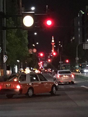 四条烏丸交差点から京都タワー_H29.11.02撮影