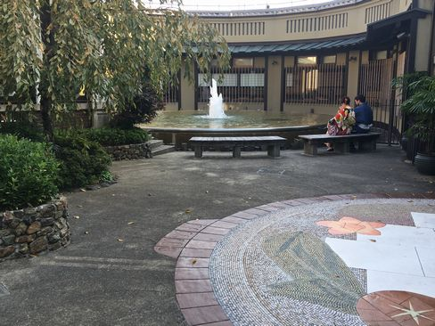 清水参道・おかべ家の噴水_H29.11.03撮影