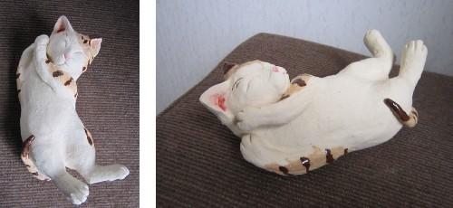 かわいい寝顔の猫 陶器の猫