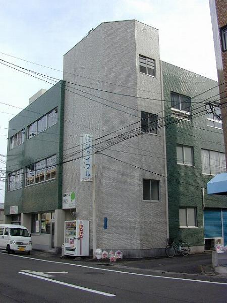 日興ビル(縦)