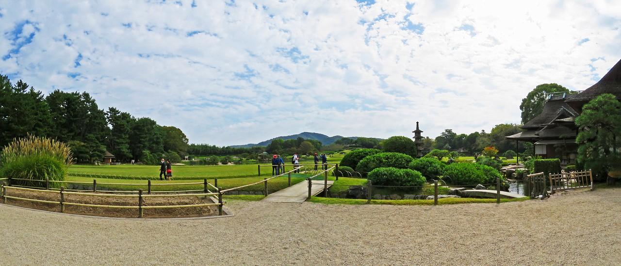 20171024 後楽園今日の鶴鳴館前庭から眺めた園内ワイド風景 (1)