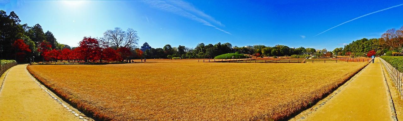 20171202 後楽園今日の茶畑前から眺めた園内イベント広場三枚構成のワイド風景 (1)