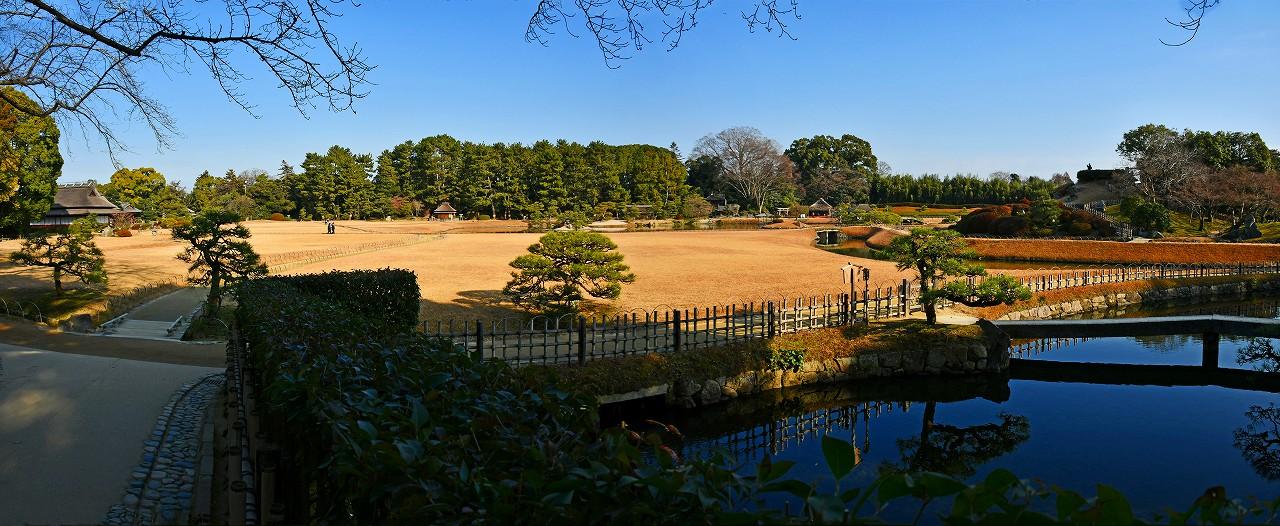 20171220 後楽園今日の南門を入って直ぐの場所から眺めた冬の園内ワイド風景 (1)