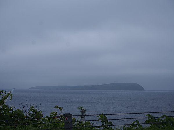 天売島から眺める焼尻島