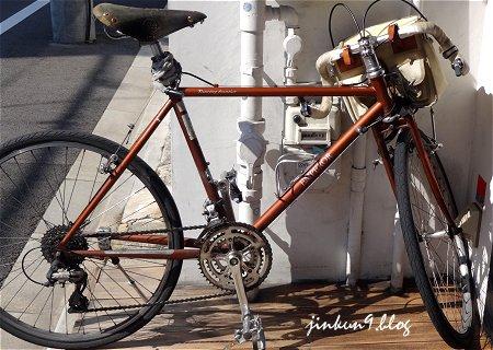 通り道の自伝車