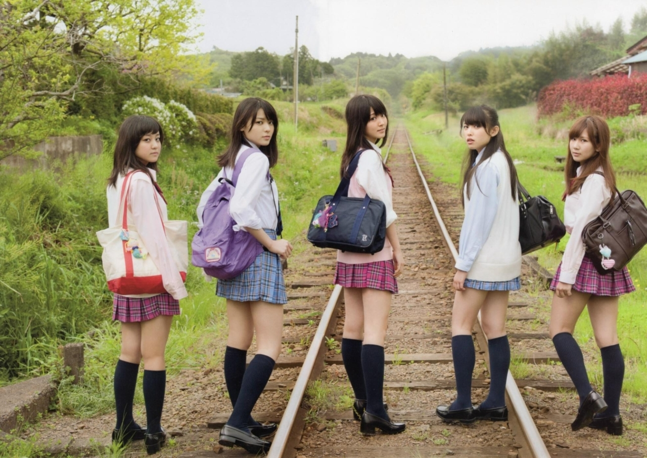 2017秋 ℃-ute  制服コレクション 青系のCHECKのスカート 矢島舞美 赤系のCHECKのスカート ディーゼル車車内 (2)