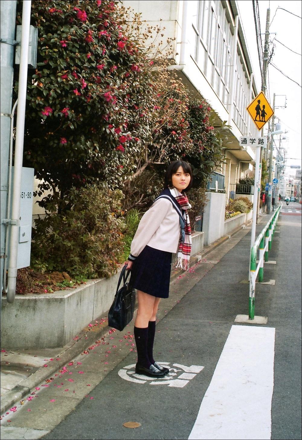 セーラー服 マフラー 登校 矢島舞美 2018冬