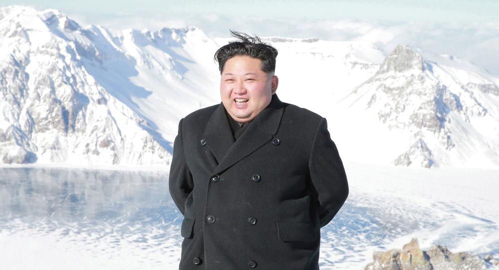 金正恩氏、白頭山に登頂