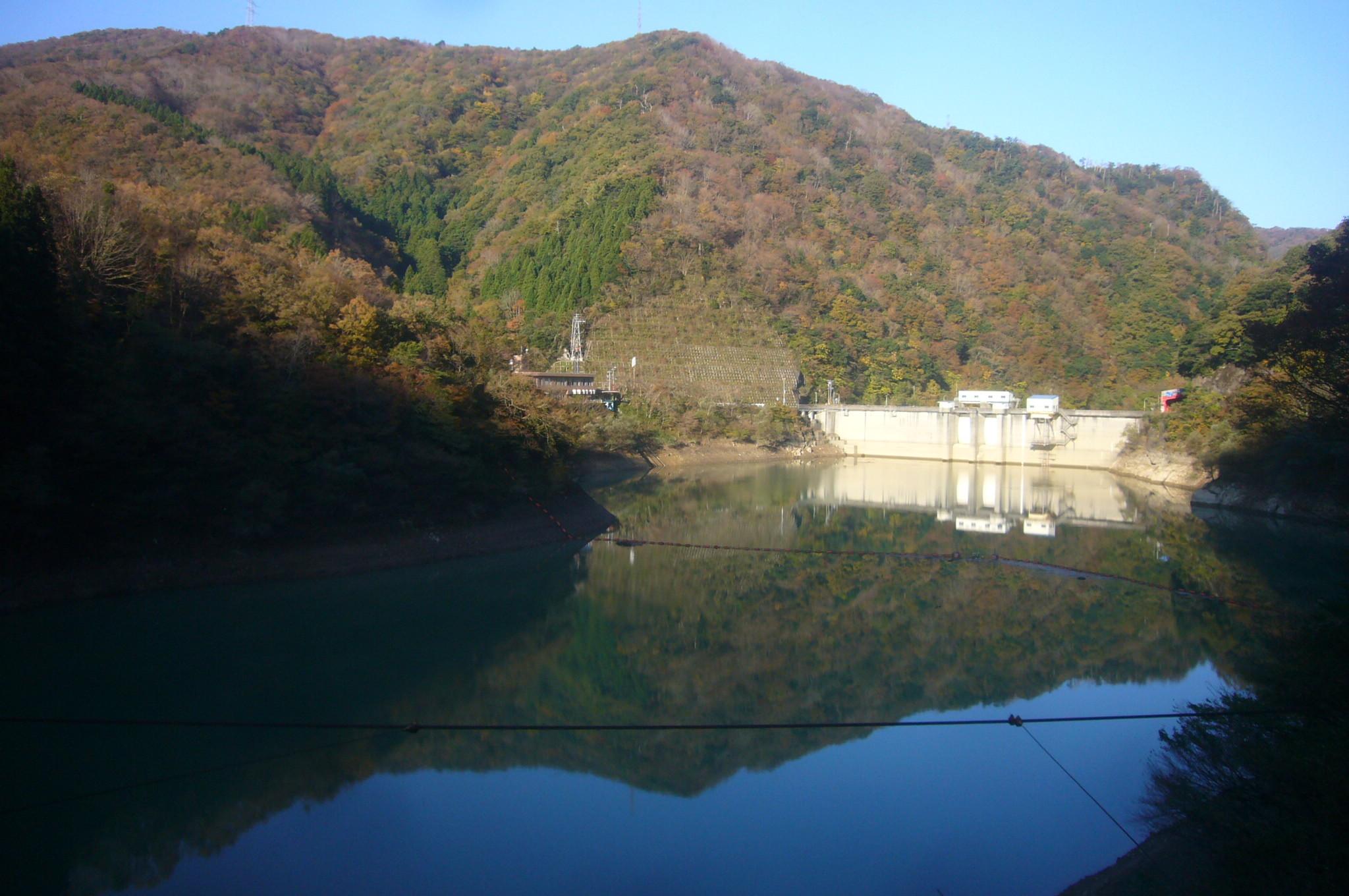 ダム湖の逆さ紅葉 H29.11.07