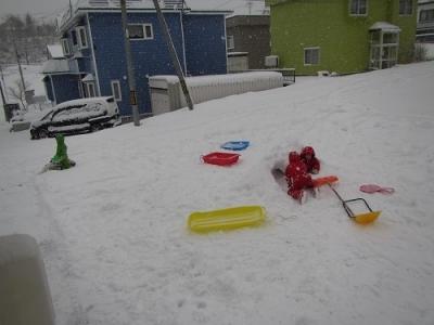 さっそく雪遊び