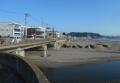 左は海岸通り、手前は滑川、向かいは材木座海岸