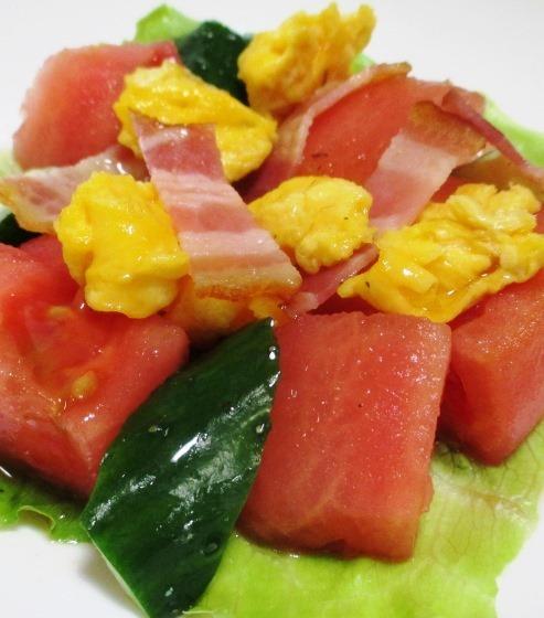 トマトとベーコンの炒り卵サラダ 大