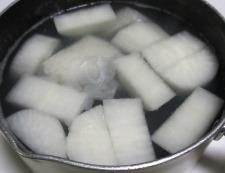 大根と餅巾着の煮物 調理①