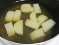 大根と餅巾着の煮物 調理②