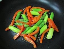 鶏むね肉とアスパラの4種ペパー炒め 調理④