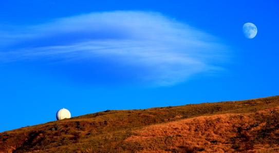 車山山頂と月と雲
