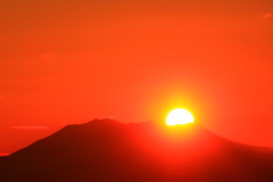 霊峰御岳山に沈む夕陽