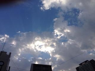雲のむこうに