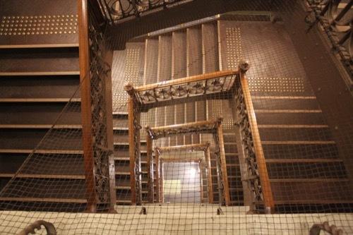 0001:大阪中之島公会堂 小集会室への階段②
