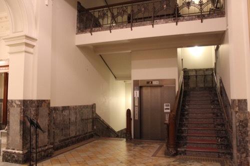 0001:大阪中之島公会堂 特別室への階段①