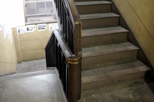 0189:芝川ビル 2017廊下奥階段②