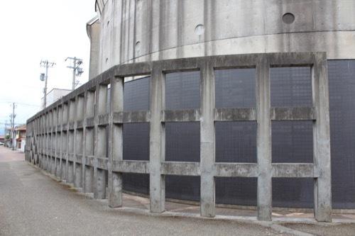 0271:小松市本陣記念美術館 外周のコンクリ格子①