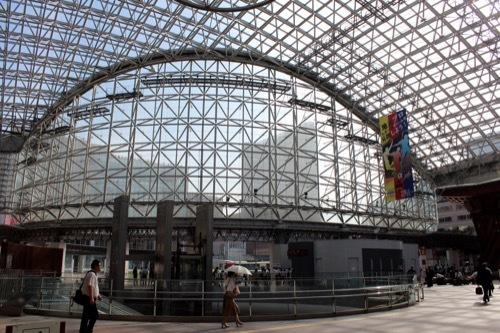 0272:金沢駅東広場 もてなしドームの昼の様子